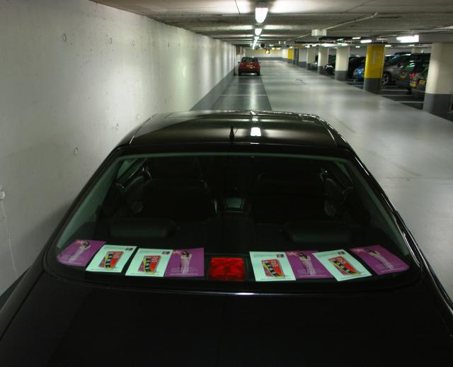 Flyers in de Stadhuis parkeergarage